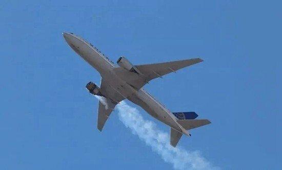 波音777发动机空中炸裂起火